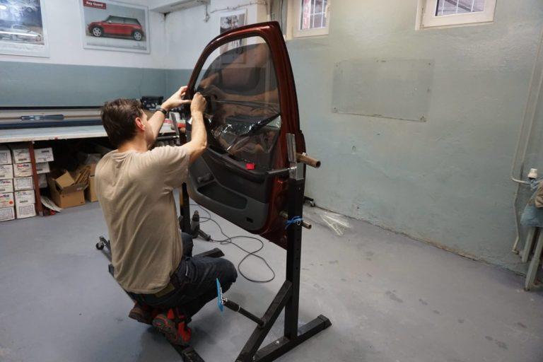 Školenie - montáž autofólií na auto